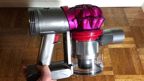 How to Remove the Bin on the Dyson V7 (Remove the Clear
