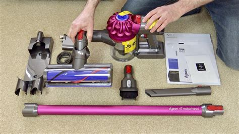 Dyson V7 Motorhead Cordless Vacuum Cleaner First Look