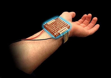 thermoelectric bracelet by MIT regulates body temperature