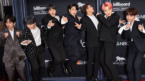 BTS make BBMAs history with Top Duo/Group win | SBS PopAsia
