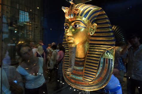 Museum Officials Accused of Mishandling King Tut's Mask