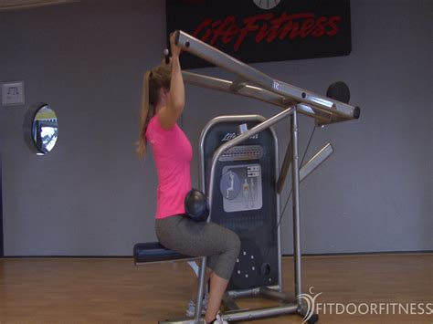 Lat Pulldown (front) oefening - Fitness oefeningen, Rug