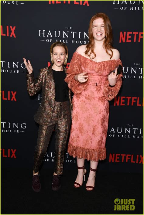 Sarah Paulson Supports 'The Haunting Of Hill House' Cast